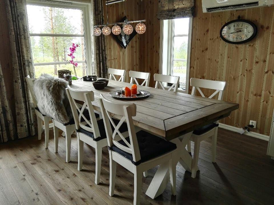 Drivved spisebord